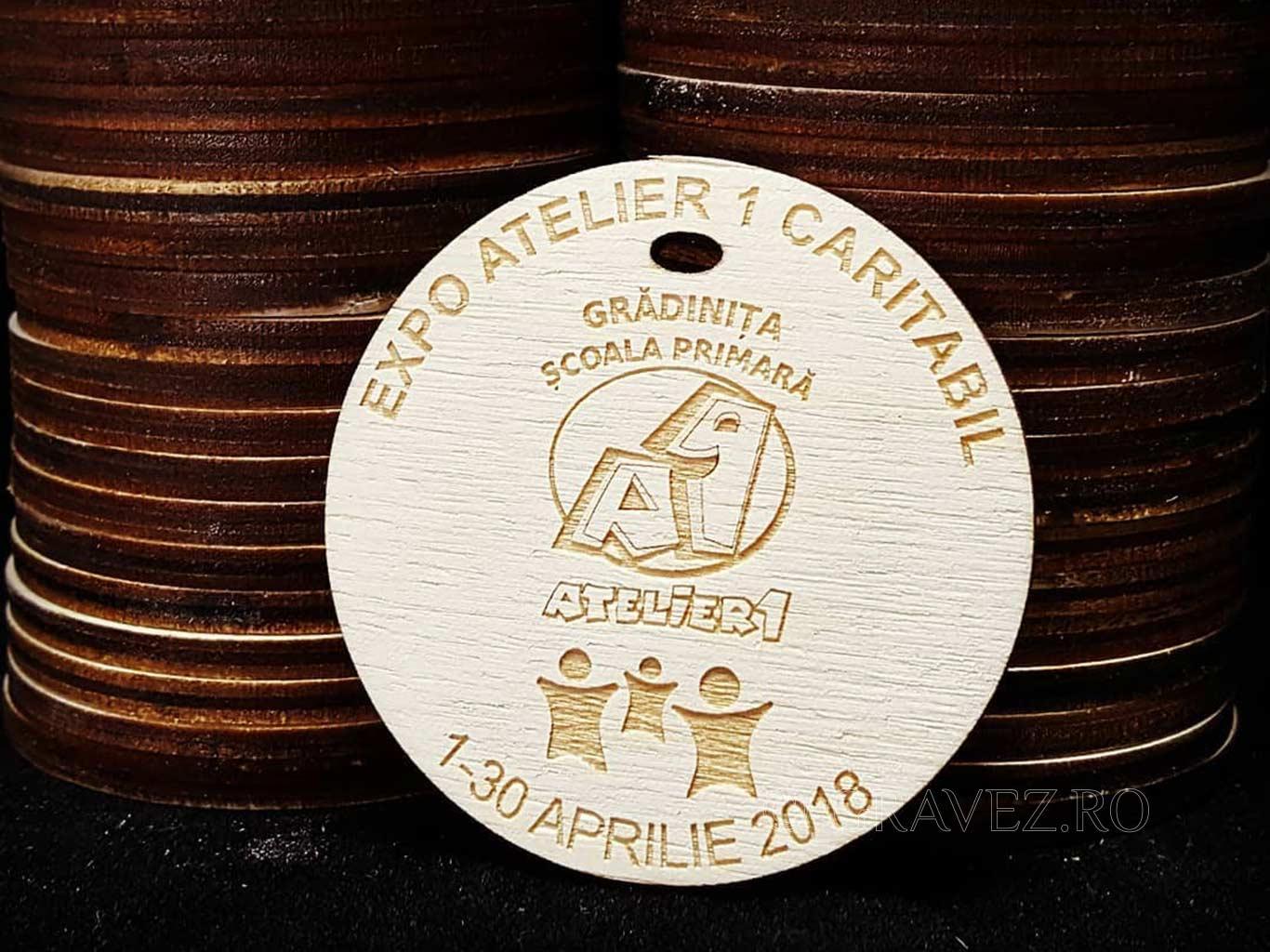medalii prescolari gravate in lemn