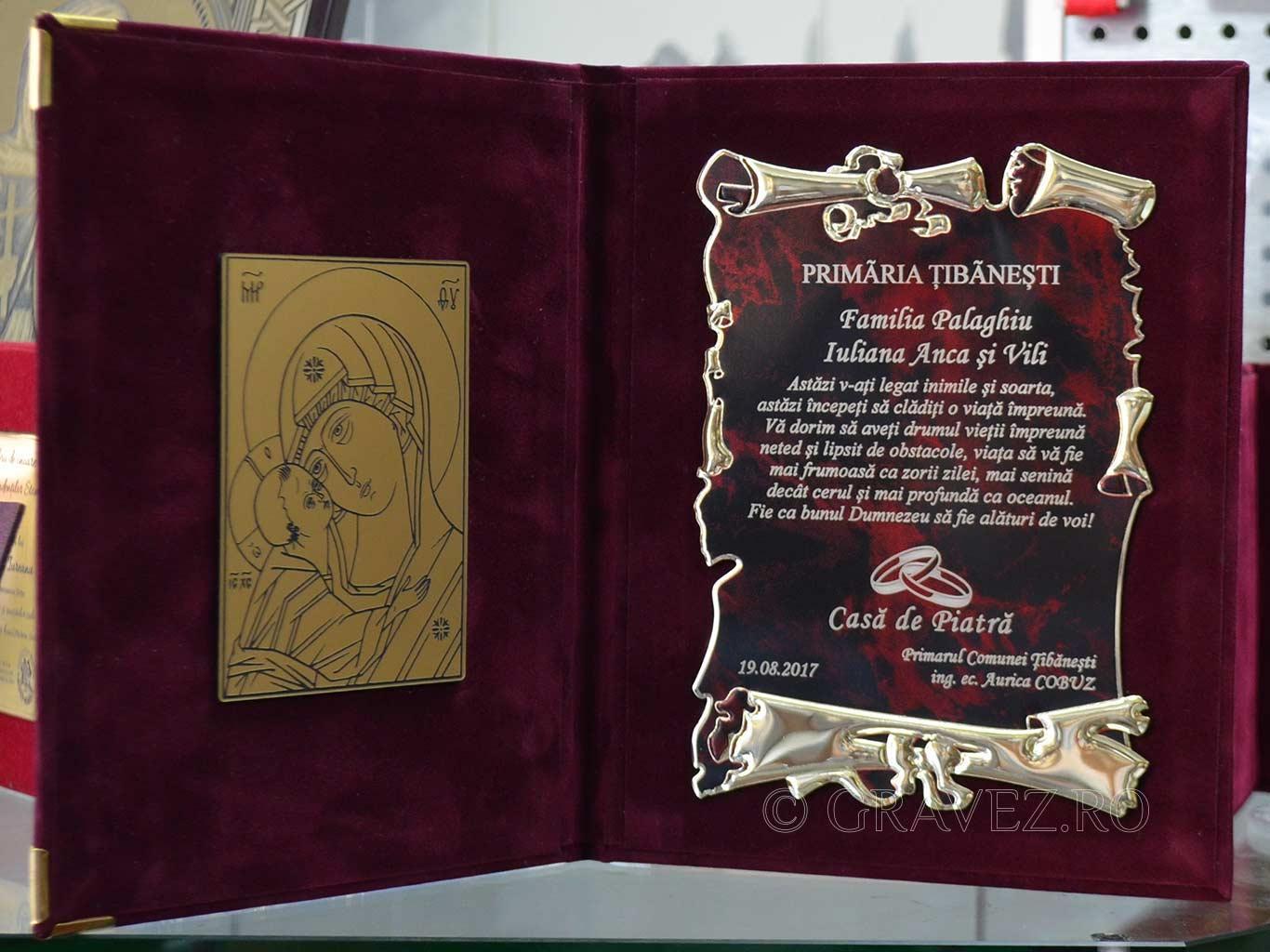 Placheta de aluminiu eloxat gravata si placa metalex in mapa pentru tineri casatoriti