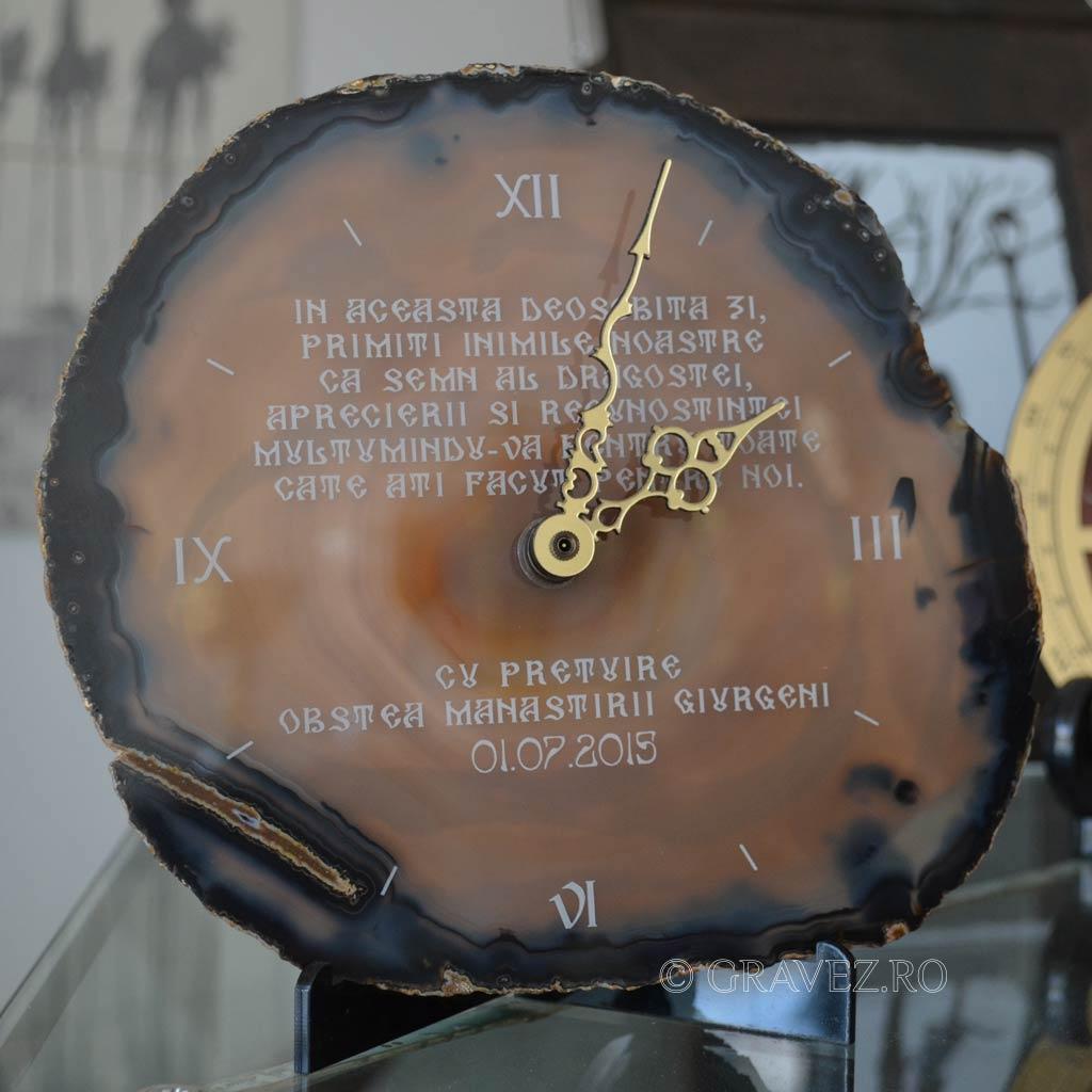 ceas din piatra gravat cu laser