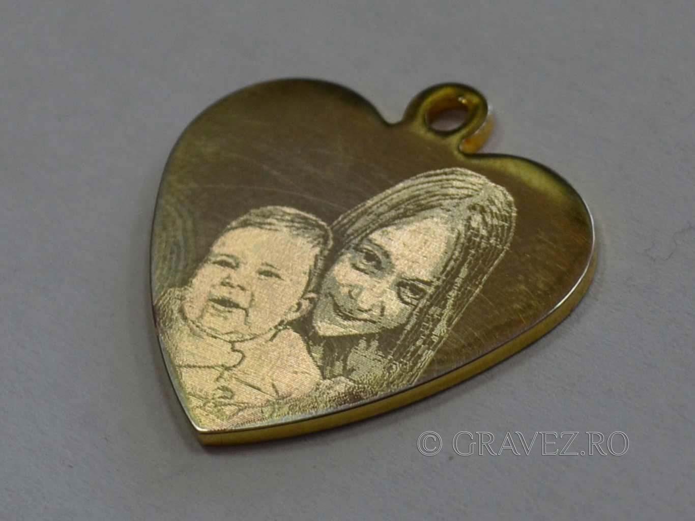 pandantiv din aur cu fotogravura mecanica